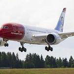 norwegian-dreamliner-landing.jpg