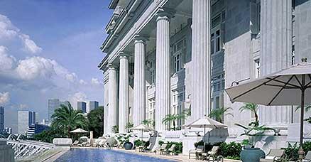 fullerton_singapore_pool.jpg
