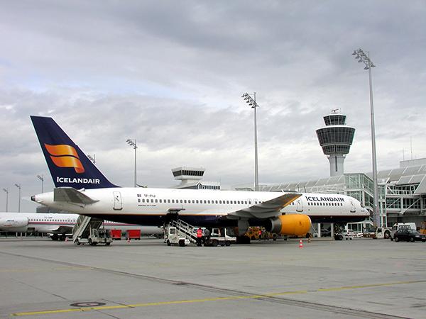 Icelandair Boeing757