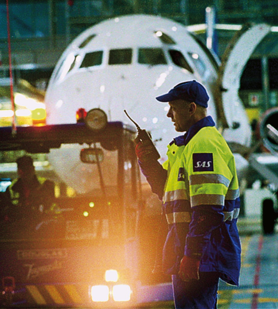 Ramp handling at Arlanda Airport. 2004 *** Local Caption *** Inside SAS No. 9, 2004