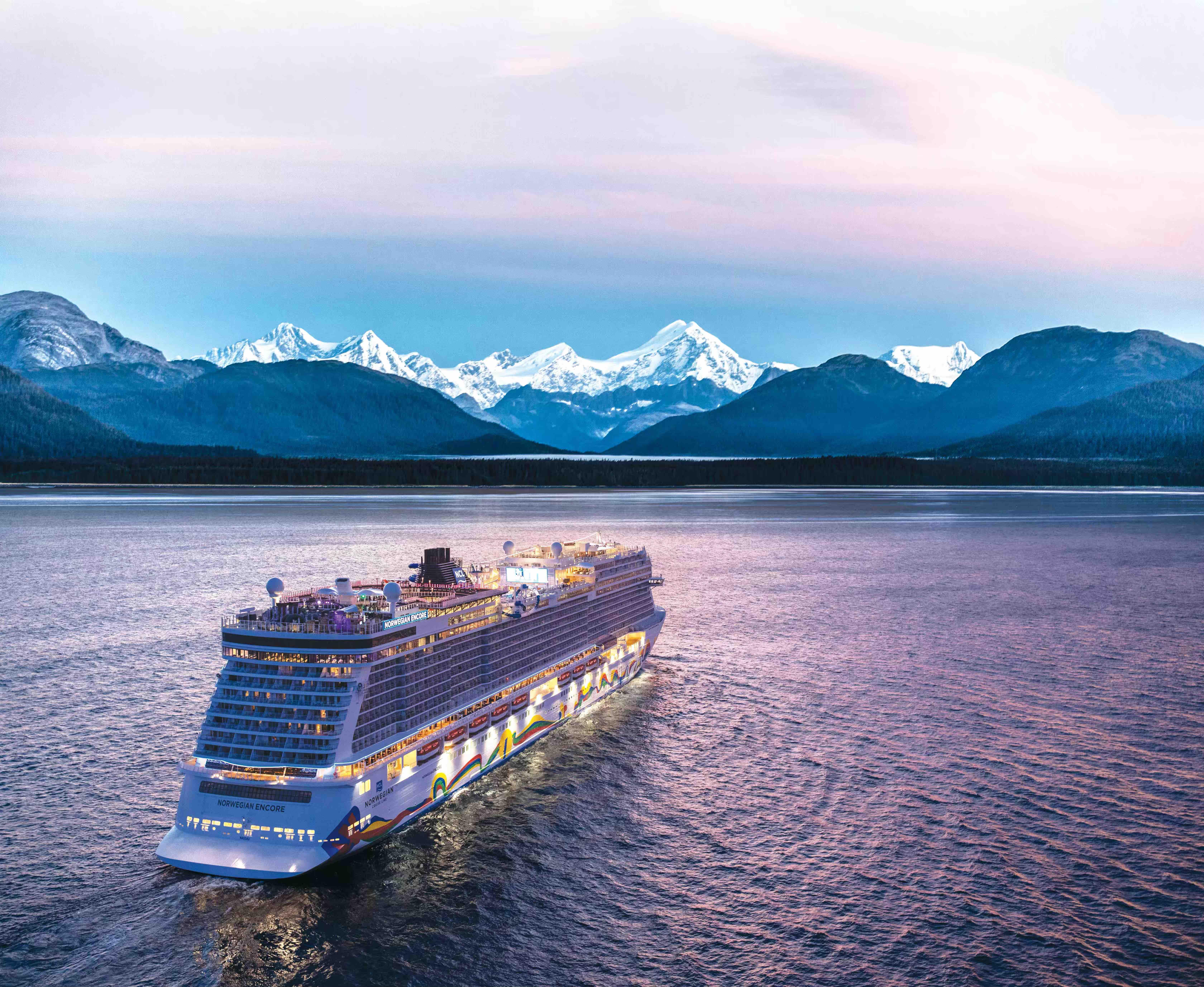 Norwegian Encore til havs (foto: Norwegian Cruise Line / NCL)